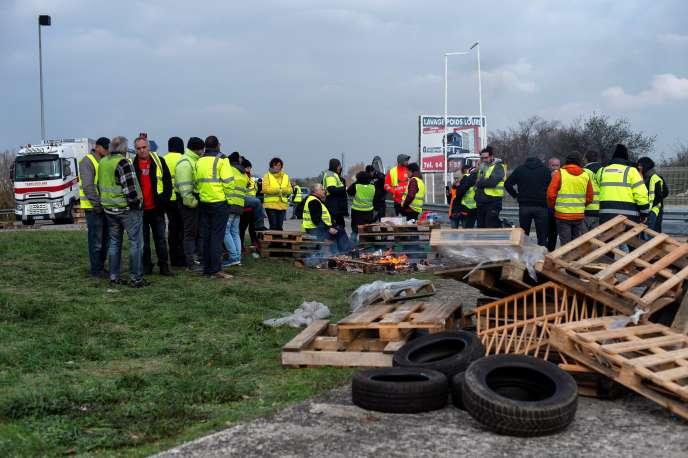 Blocage de la N7 par des « gilets jaunes» près de Valence, le 19 novembre 2018.