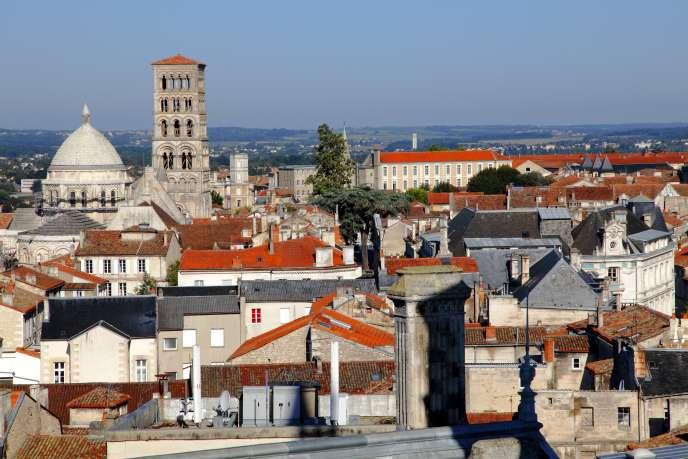 Des villes aussi diverses qu'Angoulême (photo), Saint-Brieuc, Saint-Michel-sur-Orge ou encore Manosque sont concernées.