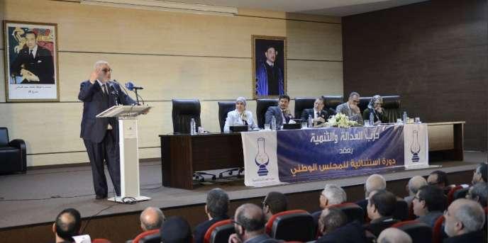 Abdelali Hamieddine (4e en partant de la droite) pendant la réunion duconseil national duParti de la justice et du développement (PJD, islamiste) marocain, en mars 2017.