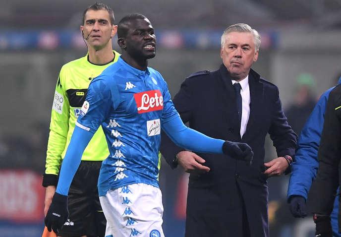 Kalidou Koulibaly a été expulsé face à l'Inter Milan pour un deuxième carton jaune. Il était la cible depuis le début du match de cris de singe venus des tribunes milanaises.