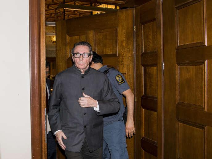 Le FrançaisJean-Claude Arnault quitte le tribunal de Stockholm, le 24 septembre 2018, lors de son procès en appel.