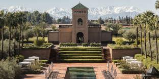 La piscine du Selman, à Marrakech, face à l'Atlas enneigé.