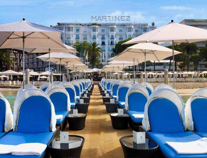 Soleil d'hiver à Cannes, sur la célèbre jetée du Martinez.