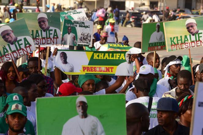Des partisans de l'opposition manifestent à Dakar, le 28 novembre 2018.