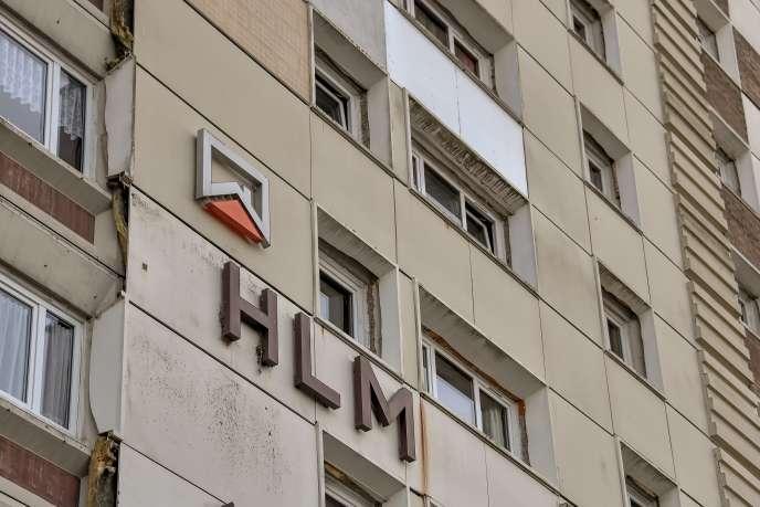 Une habitation à loyer modéré (HLM) à Calais, en septembre 2017. Les aides personnalisées au logement seront revalorisées de 0,3% au 1erjanvier 2019.