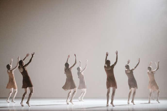 «The Art of Not Looking Back» dans sa nouvelle version, chorégraphié par Hofesh Shechter au Palais Garnier, à Paris.