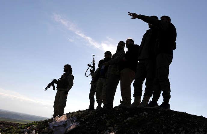 Des rebelles syriens à Manbij, en Syrie, le 29 décembre 2018.