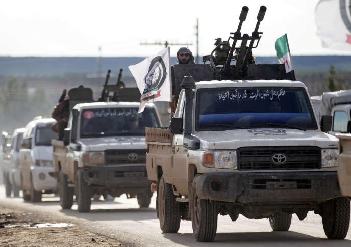 Un convoi de l'Armée nationale syrienne, qui regroupe des rebelles soutenus par la Turquie, près deManbij(Syrie), le 28 décembre.