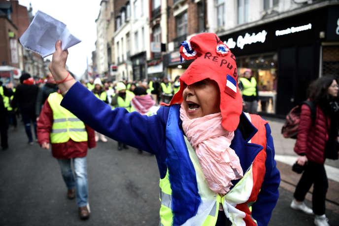 Une manifestante porte un bonnet phrygien, un des symboles de la République, lors de la manifestation à Lille, le 29 décembre.