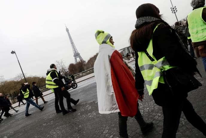 """Partidarios de los """"chalecos amarillos"""" en París el 29 de diciembre."""