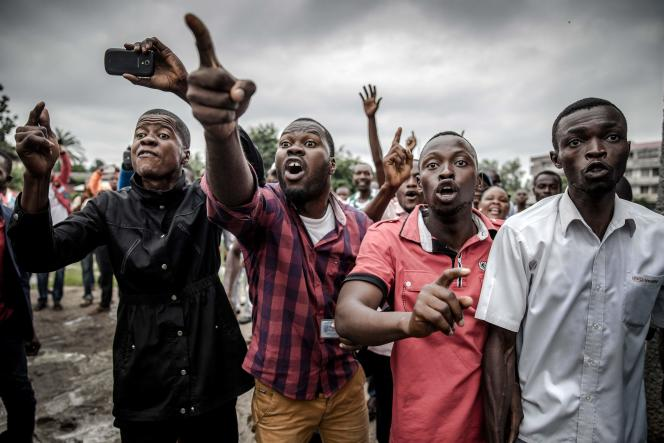 Des manifestants attendent de pouvoir voter, Kinshasa, République démocratique du Congo, le 30décembre 2018.