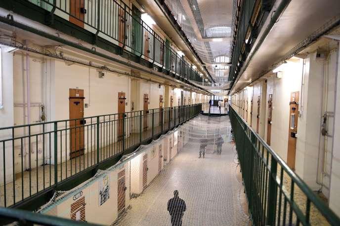 Dans le centre pénitentiaire de Fresnes (Val-de-Marne).