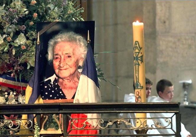 Une messe donnée en mémoire de Jeanne Calment, en la cathédrale Saint-Trophime d'Arles (Bouches-du-Rhône), le 7 août 1997.