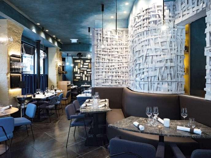 Chez Substance, dans le 16e arrondissement de Paris, le décor est 100 % local, des meubles à la vaisselle.