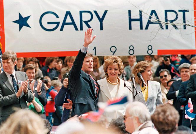 Gary Hart, avec sa femme et sa fille, le 13 avril 1987. Il vient d'annoncer qu'il sera candidat à la Maison Blanche.