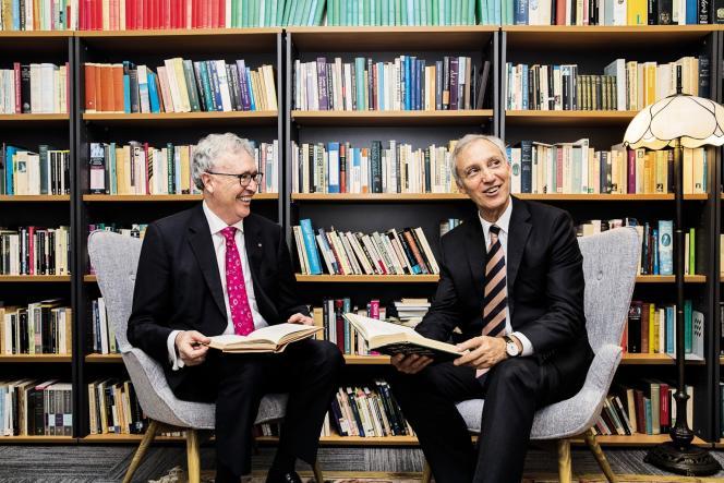 Le vice-président de l'université de Wollongong et le directeur du Centre Ramsay (à droite), le 16 décembre 2018.