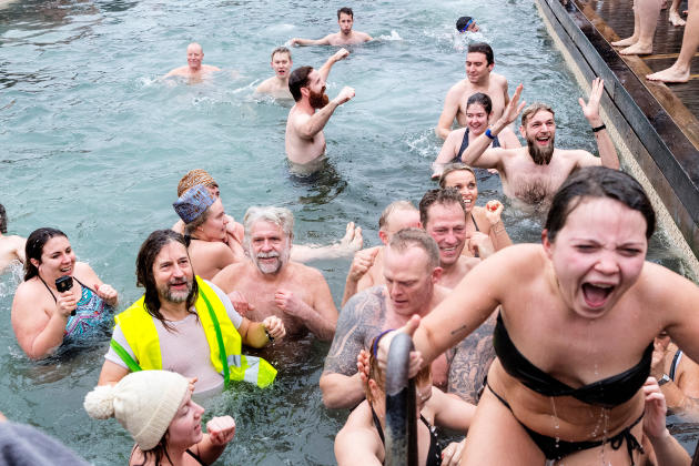 Le bain traditionnel du Nouvel An, à Copenhague, le 31 décembre.