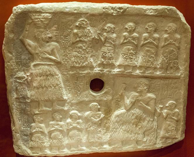 Un relief votif d'Ur-Nanshe, roi de Lagash (XXVe siècle av. J.-C., Mésopotamie).
