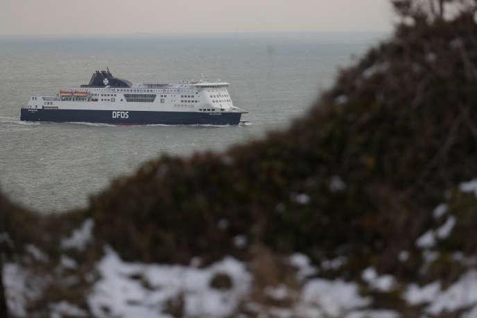 Un ferry arrive au port de Douvres, en Angleterre, en mars 2018.