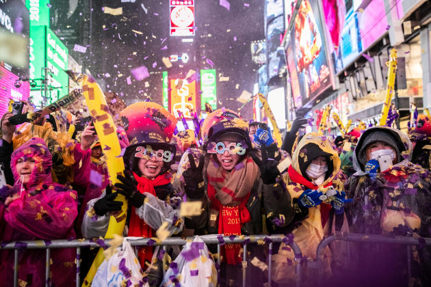 Des milliers de personnes se sont réunies à Times Square, à New York, comme chaque année, malgré le froid et la pluie.