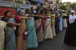 Le «mur des femmes» a été formé le 2 janvier dans l'état du Kerala, dans le sud de l'Inde. Cette manifestation soutenait l'autorisation des femmes dans le temple de Sabarimala. Le lendemain, deux indiennes ont pu y entrer sous escorte policière. (AP Photo/R.S. Iyer)