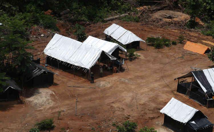 Une vue aérienne du camp d'une mine d'or illégale, le 5novembre.