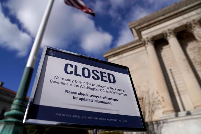 Panneau signalant la fermeture des Archives nationales à Washington D.C., le 22décembre.