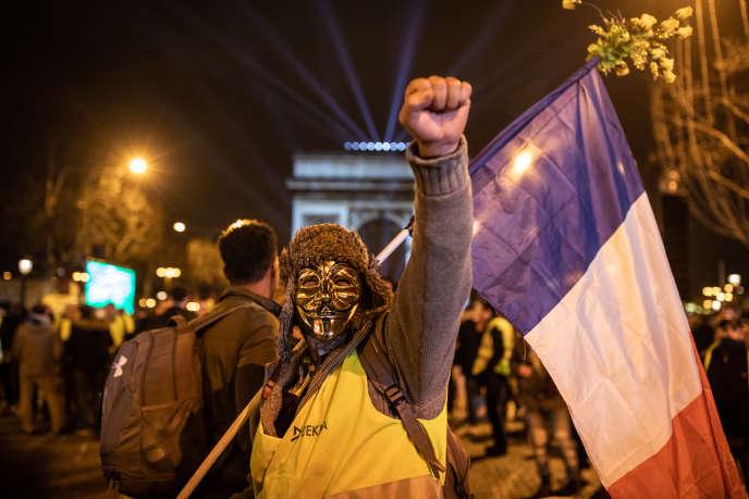 Les Champs-Elysées ont vu des «gilets jaunes» fêter « en colère» la Saint-Sylvestre, ce 31 décembre 2018.