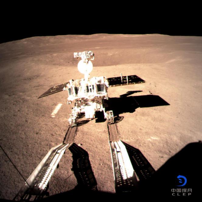 Le 3 janvier, le patrouilleur de la mission Chang'e 4 a effectué ses premiers tours de roues sur la face cachée de la Lune.