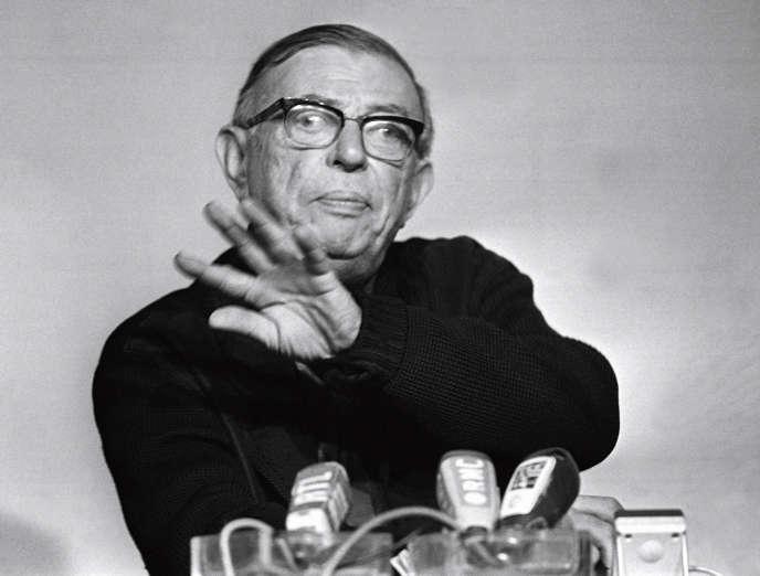 Jean-Paul Sartre lors d'une conférence de presse à Paris, le 15février 1971.