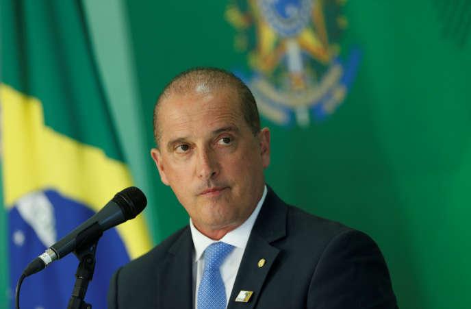 Le chef du gouvernement brésilien, Onyx Lorenzoni, lors d'une conférence de presse à Brasilia, le 3 janvier.