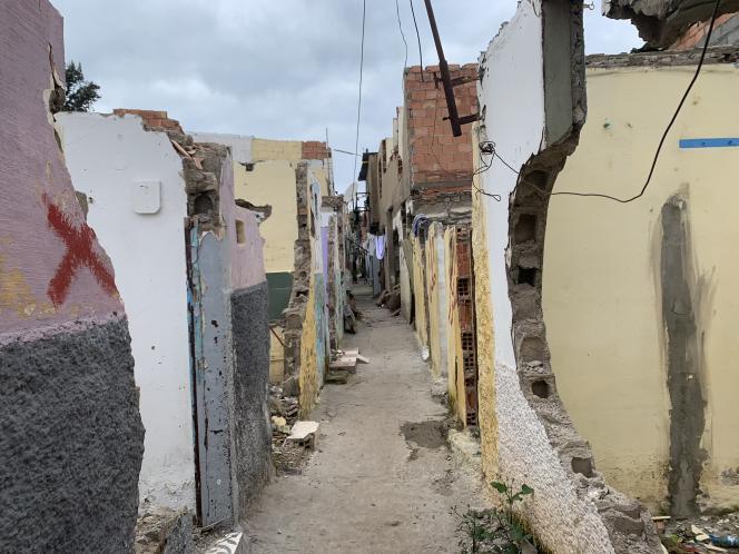 Quelques familles vivent encore dans ledouar Garaa, à Rabat, pratiquement entièrement détruit, ici le 12 décembre.