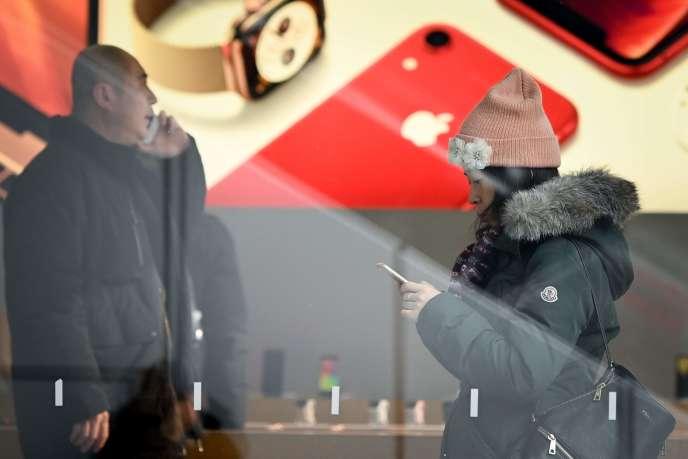 A Pékin, le 3 janvier. Applejustifie son avertissement sur les résultats, mercredi 2 janvier 2019, par la baisse des ventes de smartphones, notamment en Chine.