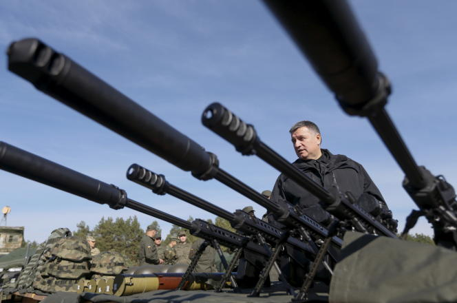 Le ministre ukrainien de l'intérieur, Arsen Avakov, dans la région de Kiev, le 2 octobre 2015.