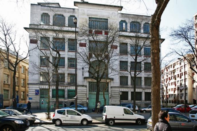 L'ancien poste de transformation électrique situé boulevard de Charonne, à Paris, n'accueillera pas la Maison des médias libres.