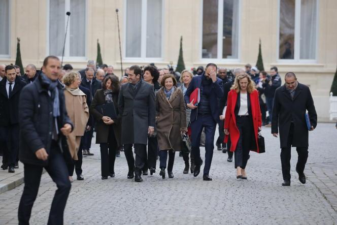 Les membres du gouvernement quittent le ministère de l'intérieur, pour assister au premier conseil des ministres de l'année, le 4 janvier.