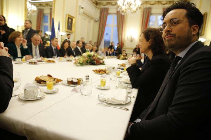 Mounir Mahjoubi (à droite) lors dupetit-déjeuner du gouvernement organisé au ministère de l'intérieur, avant le premier conseil de ministres de l'année, le 4 janvier.