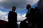 Des migrants sur le pont du «Sea-Watch-3», près des côtes maltaises, 4 janvier 2019.