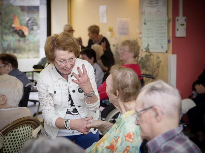 Salt & Pepper, chorale senior rock de Dunkerque, vient chanter à la maison de retraite «Les Charmilles», le 28 novembre. La chorale est dirigée par Nathalie Manceau et a été créée en 2010.