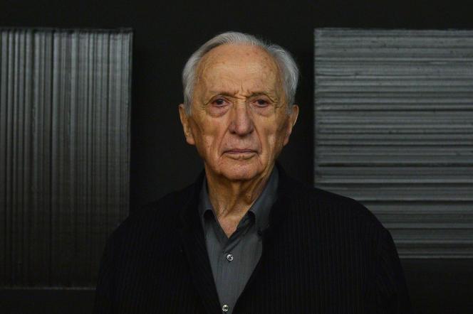 Pierre Soulages, lors d'une exposition à Rome, en 2013.