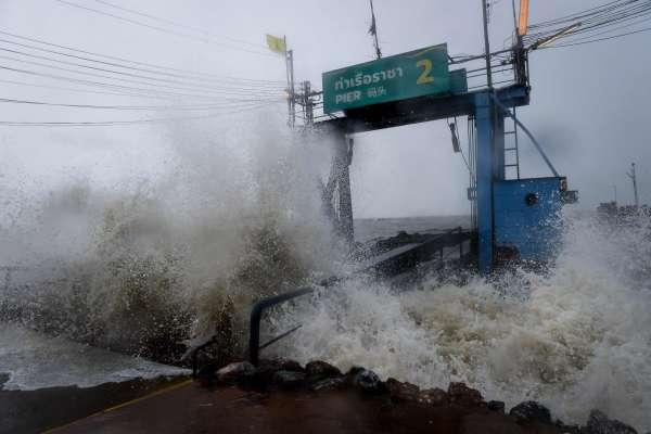 Pabuk est la première tempête tropicale à frapper le sud de la Thaïlande en dehors de la saison de la mousson depuis près de trente ans.