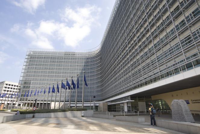 La commission europeenne réfléchit à la question de l'intelligence artificielle, et invite les Européens à s'exprimer sur le sujet.