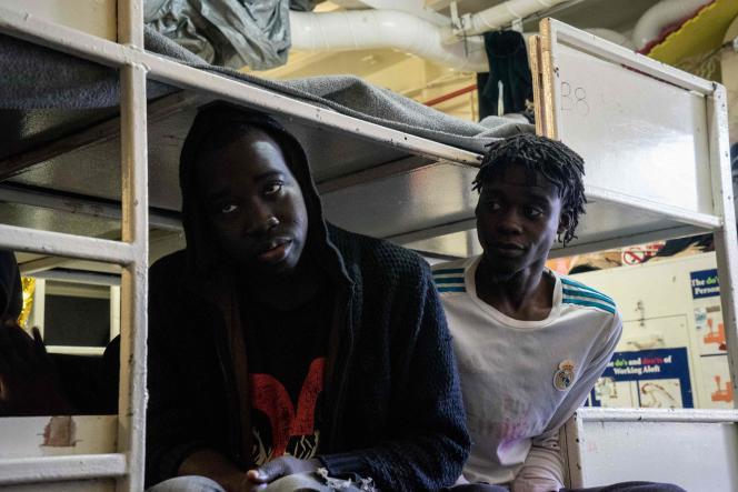 Les conditions sanitaires se détériorent pour les migrants à bord du bateau le Sea-Watch 3, au large de Malte le 5 janvier 2018.