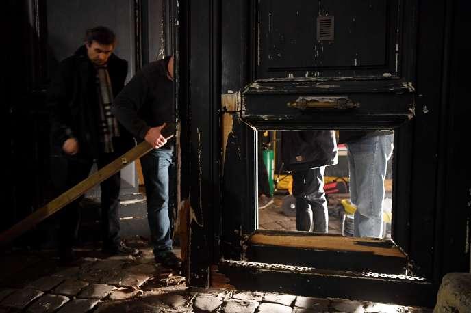 Plusieurs personnes ont vandalisé, samedi 5 janvier, la cour du secrétariat d'Etat après en avoir défoncé la grille, sans faire de blessé, en marge de la manifestation des «gilets jaunes» à Paris.