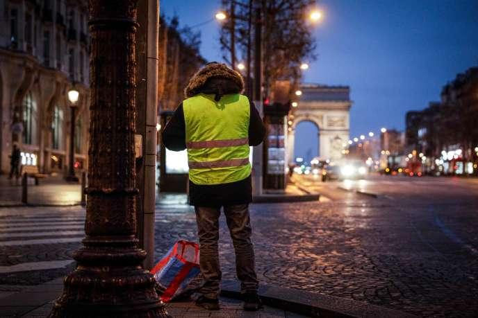 Sur les Champs-Elysées à Paris, le 5 janvier.