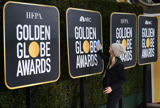 Des employés préparent la cérémonie des Golden Globes, le 5 janvier à Beverly Hills.