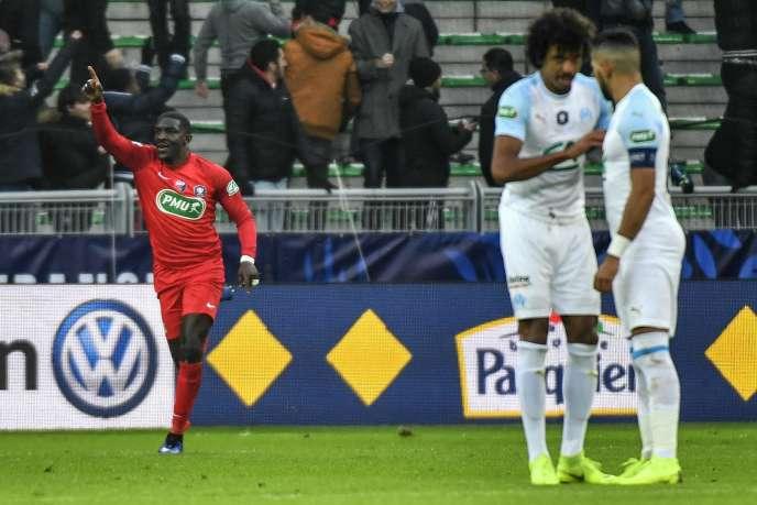 Le défenseur d'AndrézieuxBryan Ngwabije célèbre son but lors de la qualification des amateurs face aux professionnels de Marseille, au stade Geoffroy-Guichard (Saint-Etienne), dimanche 6 janvier.