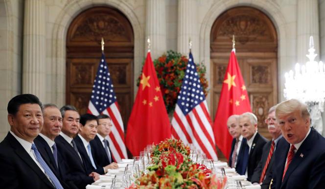 Le président des Etats-Unis, Donald Trump (à droite, au premier plan), et son homologue chinois, Xi Jinping (à gauche, au premier plan), au sommet du G20 de Buenos Aires (Argentine), le 1er décembre 2018.