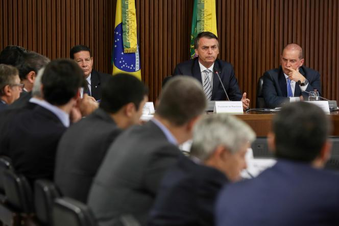 Le président Bolsonaro et ses ministres, lors d'une réunion au Planalto Palace, à Brasilia, le 3 janvier.
