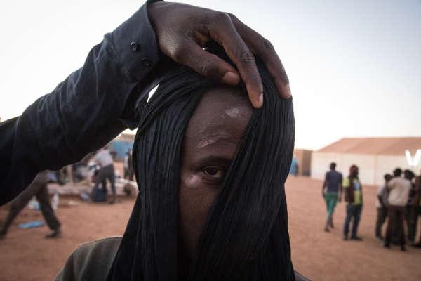 Ce migrant a été frappé au visage lors de son interpellation à Alger.En2017, 1871 Ouest-Africains (sans compter les Nigériens) ont été déposés à la frontière. Fin 2018, selon l'OIM, ils étaient six fois plus nombreux.BACHIR POUR LE MONDE